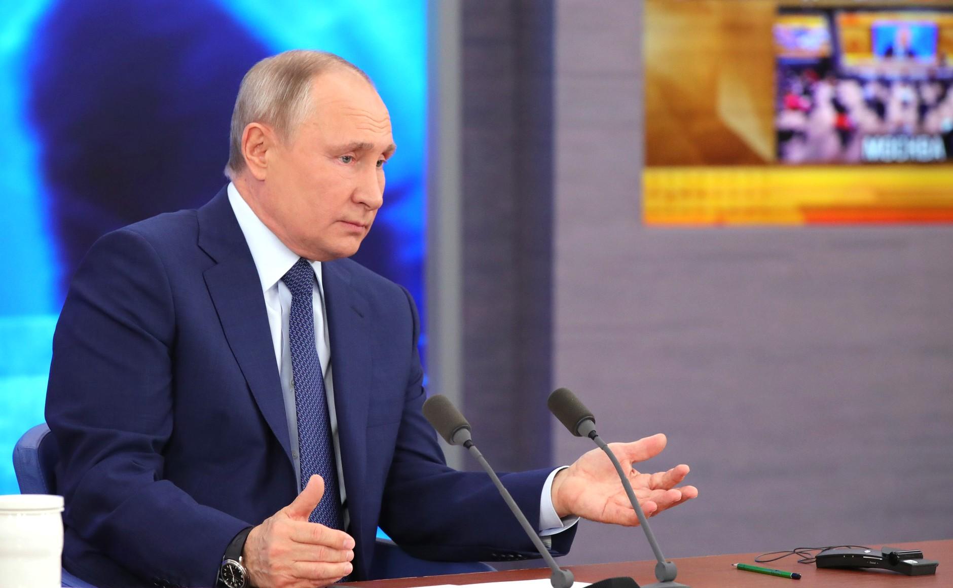 На каждого школьника в августе выплатят по 10 тысяч рублей